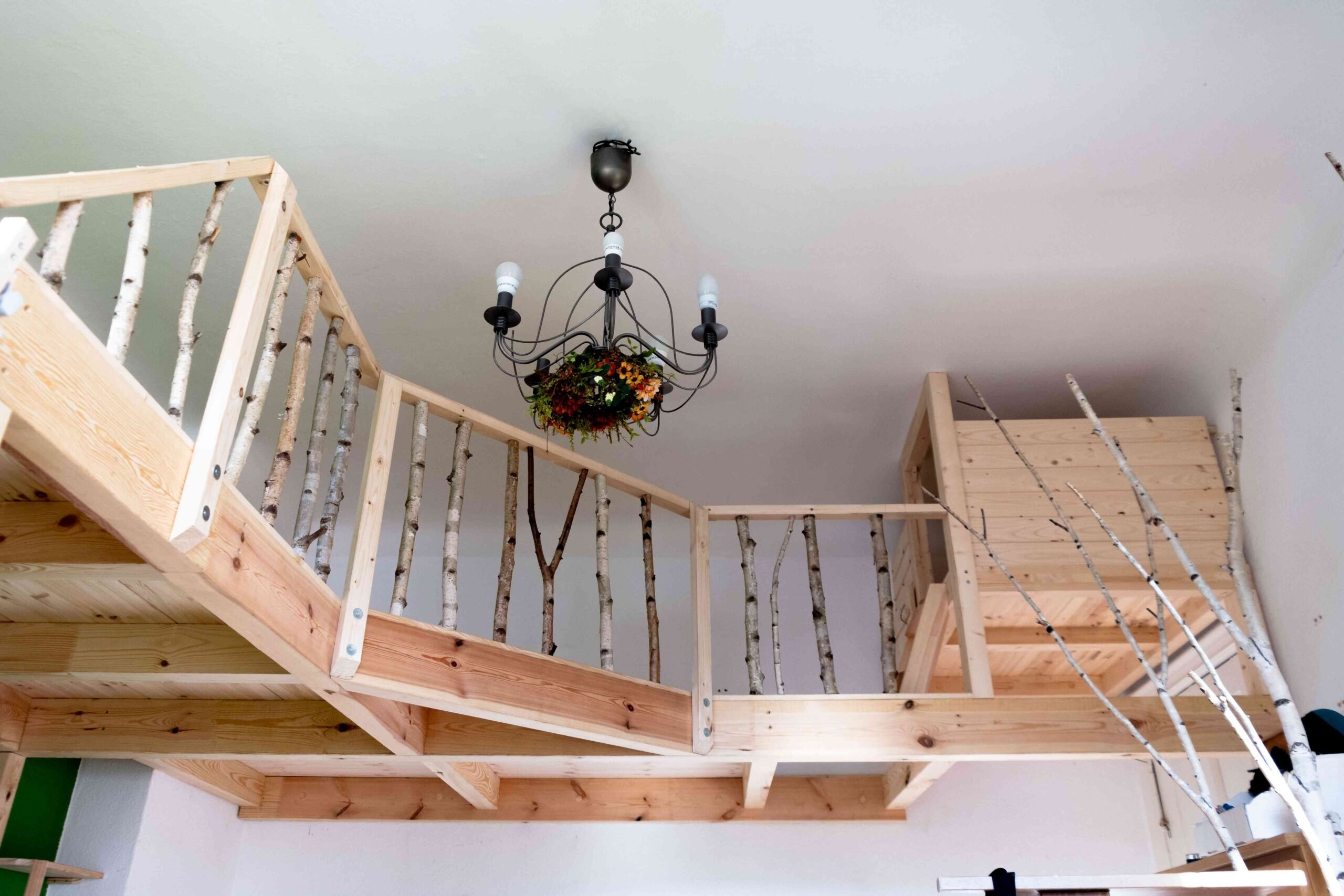 Children ´ s loft bed with natural railing